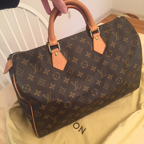 542f7e704707 Louis Vuitton Handbags - Authentic Louis Vuitton Monogram Speedy 35